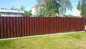 """Забор из металлического штакетника с покрытием """"под дерево"""""""