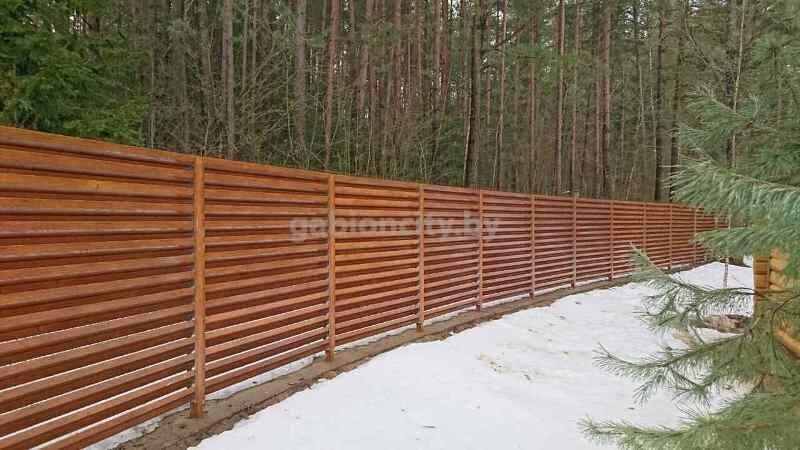 забор металлический с покрытием под дерево